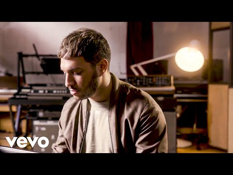 Смотреть клип Jonas Blue - What I Like About You  Ft. Theresa Rex