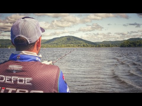 Ott DeFoe's Strategy for Targeting River Bass