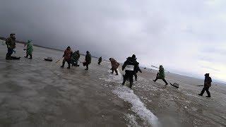 ТОЛЬКО НАШЛИ РЫБУ И Рыбалка 2020 УНЕСЛО НА ЛЬДИНЕ в ВОЛГУ ШОК Последний Лед