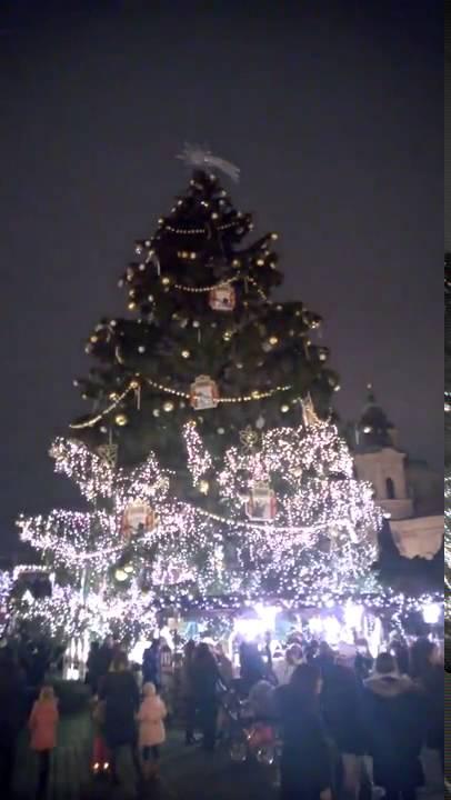 Prag 2015 Wunderschöner animierter Weihnachtsbaum - YouTube