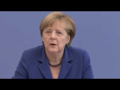Journalist fordert Merkel auf der Bundes Pressekonferenz zum Rücktritt auf