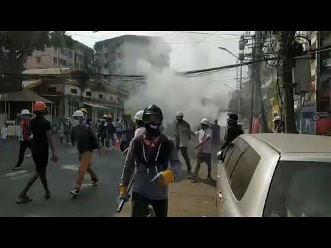 شاهد: المجموعة العسكرية في ميانمار تكثف حملة القمع ضد المتظاهرين المطالبين بالديمقراطية…  - 23:00-2021 / 3 / 3