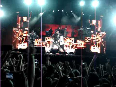 Black Eyed Peas - Let's Get Started live from Recife 2010