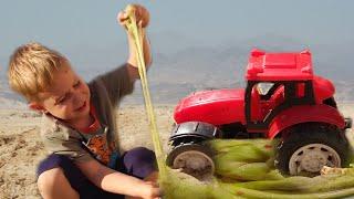 Трактор наехал колесом на Слайм. Малыш помогает трактору