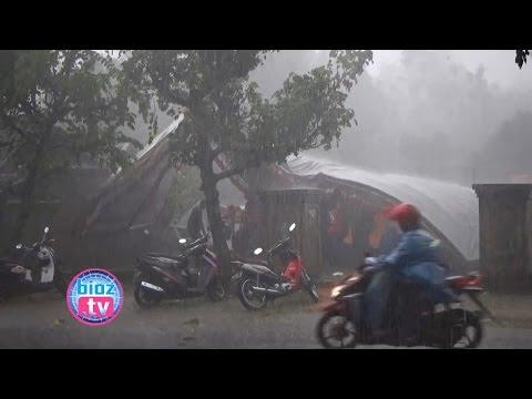 detik-detik-angin-puting-beliung-sikat-perumahan-warga-trenggalek---bioz.tv