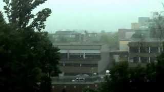 Aus der eigenen Wohnung aufgenommenes Gewitter  ( Straßenseite )