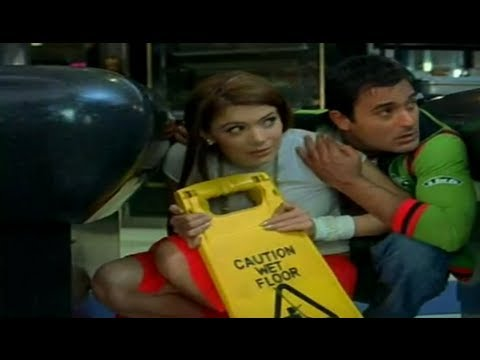 Urvashi & Akshaye's Funny Escape From Security | Naqaab | Comedy Scene