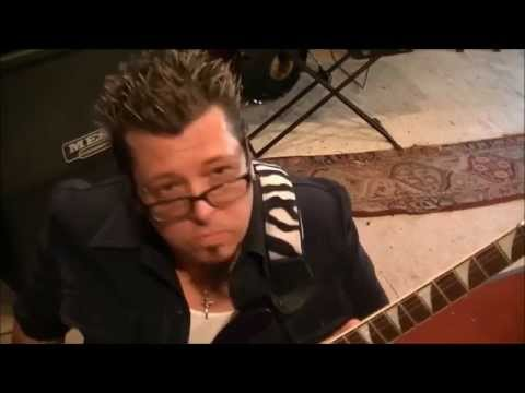 How to play Addicted To Love by Robert Palmer on guitar(rockinguitarlessons.com)