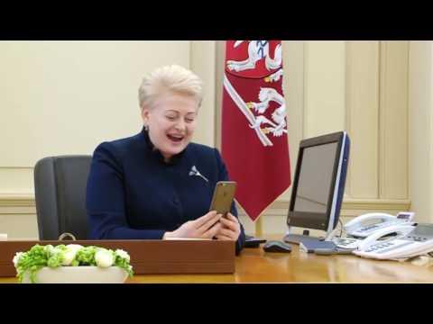 Dalia Grybauskaitė kalba telefonu