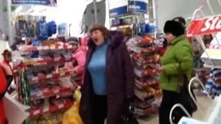 Сумасшедшая бабка в магазине