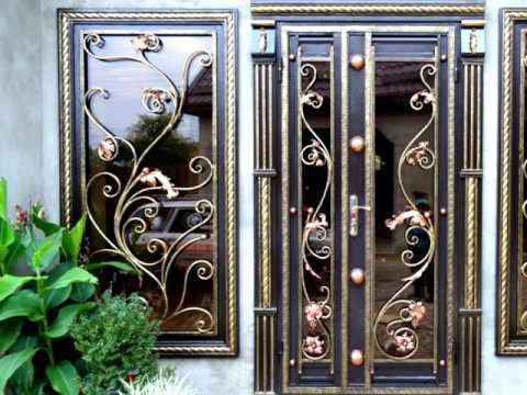 Входная дверь металлическая с ковкой и стеклом решетка красивый дизайн