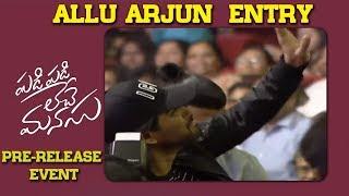 Stylish Star Allu Arjun Entry @ Padi Padi Leche Manasu Pre Release Event