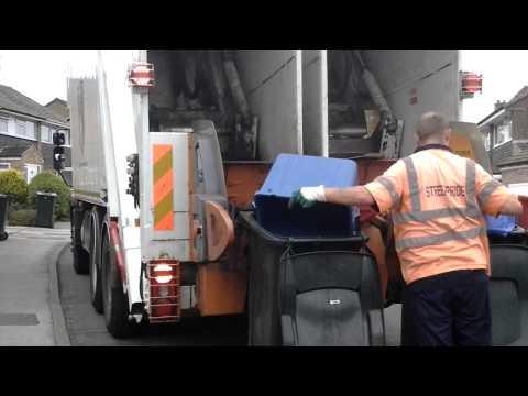 Recycling bin lorry