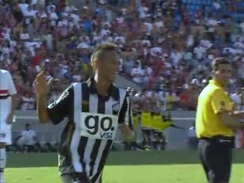Robinho và bàn thắng đầu tiên cho Santos năm 2010