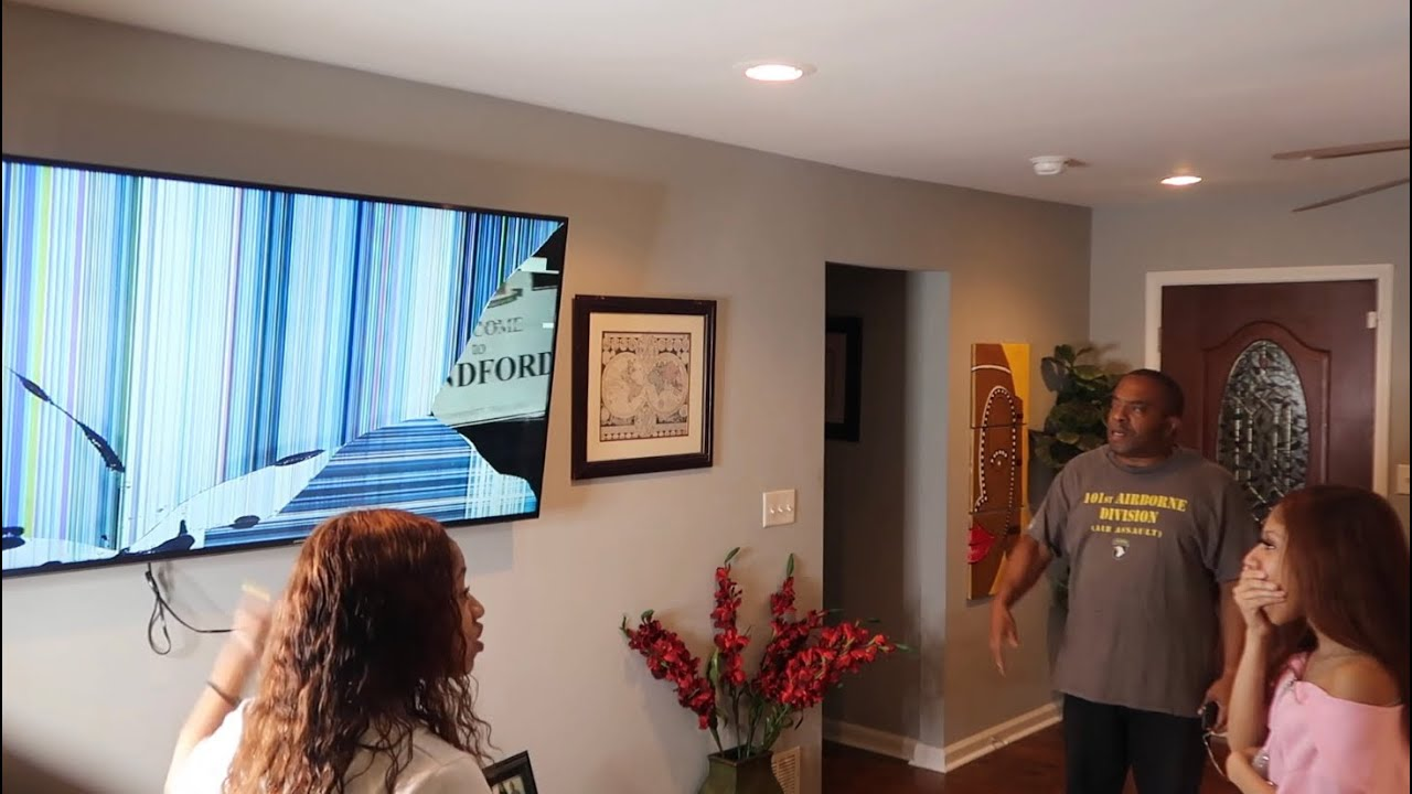 BROKEN TV PRANK ON DAD ( HE WAS SUPER MAD) | Thewickertwinz