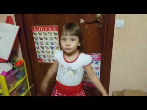 Ива 3.5 годика,  читает стихи