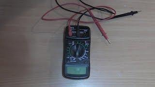 с помощью тестера ищем где плюс и минус на зарядке от телефона