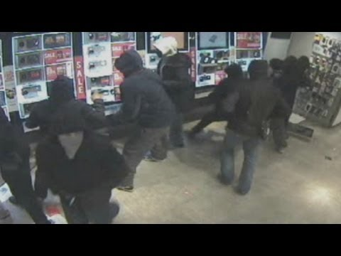 CCTV: Gang 'steam' London mobile phone shops