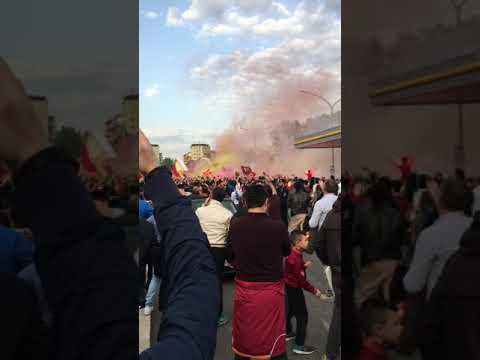Roma-Liverpool || Casino fuori lo stadio, fumogeni e bombe carta
