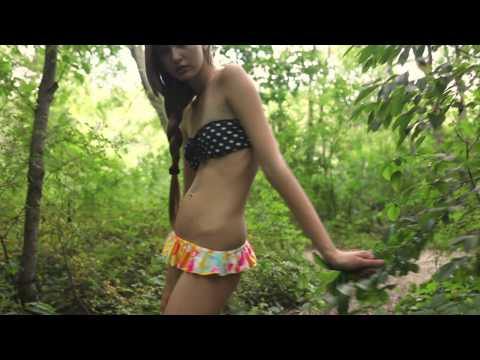 Hot Girl Gives a Crotch Shot from YouTube · Duration:  42 seconds