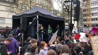Quelque 15 000 manifestants au Knuedler