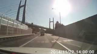 東名高速道路 追い越し車線で急に止まるおばちゃん