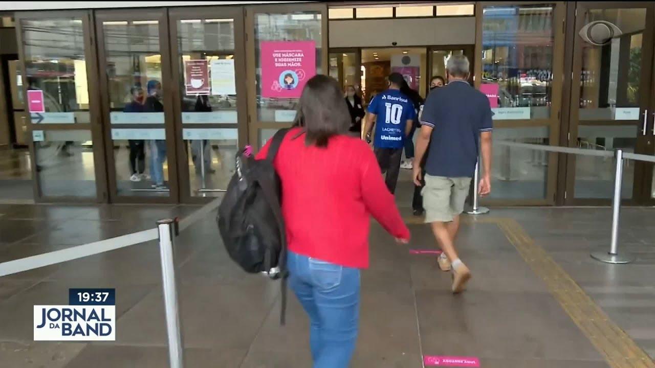 Notícias - Shopping centers reabrem em Porto Alegre com medidas preventivas - online