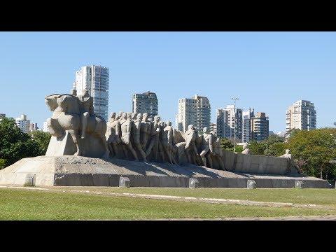 walking In São Paulo (Brasil)