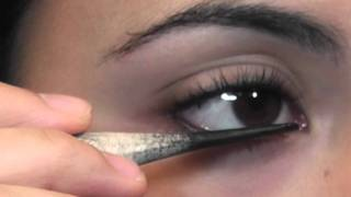 Applying Sormeh by Zan to your Eyes Part 1 Thumbnail