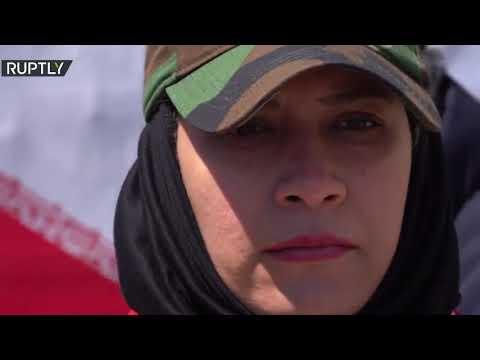 إيرانية -أقوى امرأة في العالم- تجر شاحنة تزن أكثر من 12 طنا