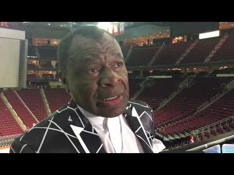 Calvin Murphy reacts to James Harden breaking his Rockets franchise scoring record