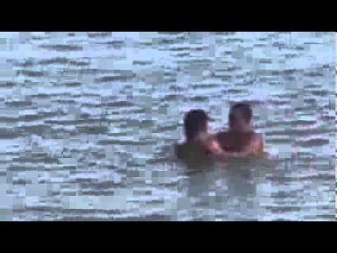 Casal na praia fazendo sacanagem, uma vergonha