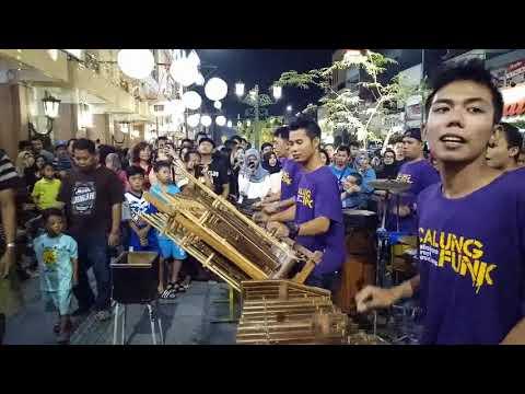 Gemu Fa Mi Re (Maumere) -- suara stereo & gambar hd -- musisi jalanan calung funk -- malioboro yogya