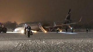 В Калининграде самолет выкатился за пределы полосы  и лег на нос