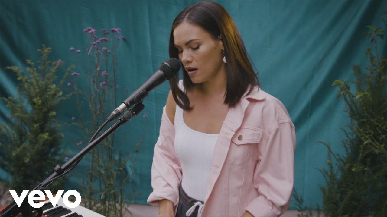 Linden Jay performs 'Quarantine Queen' live with Sinead Harnett