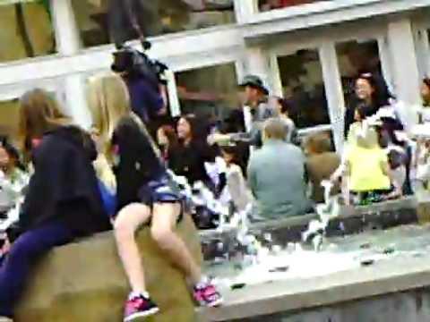 FLASH MOB DANCE TUSTIN DISTRICT MALL OC CALIFORNIA !