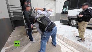 Imágenes del arresto de 280 trabajadores ilegales en Texas