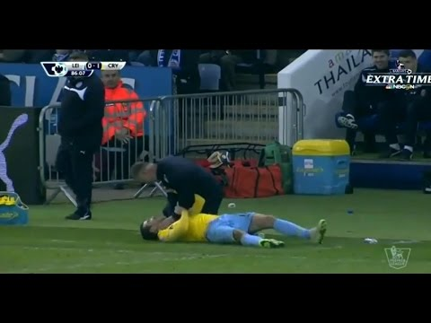 Another scandal Coach strangles player neck of the opposing team in the English Premier League