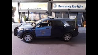Massachusetts State Police 1/18 scale Ford Explorer with lights