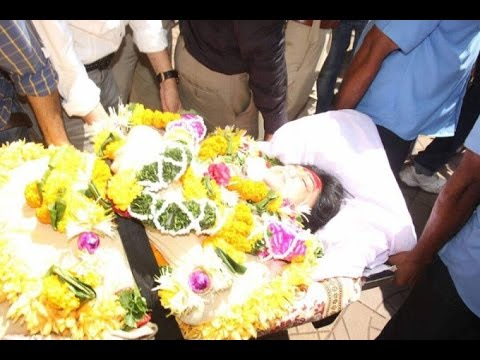 Thumbnail: Reema Lagoo Funeral Full Video | Last Moments | Death Video | Dainik Savera
