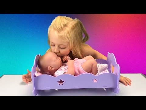La Newborn BabyDoll Bath Toy for Dolls How to Change Diaper and Bathe Baby Video