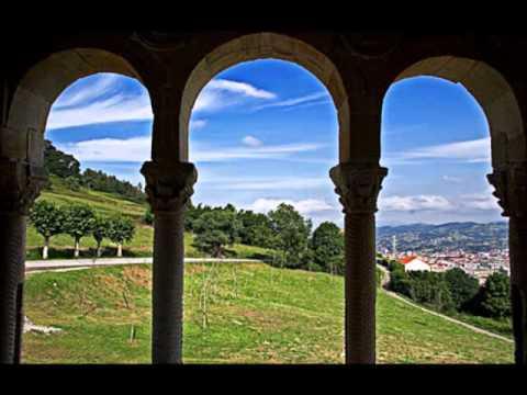 """Aburrimiento anticiclónico. Sol con paseo de algunas nubes. Frío invernal de buena mañana y temperaturas frescas durante el día. Las primeras lluvias del 2020 llegarán el viernes. Os lo iremos contando. Ayer estuvimos en Cantabria, hoy toca Asturias. Dice la canción: """"Puede que el tiempo embarre tus caminos, puede que el sol nunca se deje ver pero al salir del vientre de mi madre, fuiste tú la que a mi me vió crecer"""". ¡Qué preciosa que es Asturias!. La canción nos la trae el cantautor y compositor españo,l Melendi,  con su bello tema """"La Mi Mozuca"""""""
