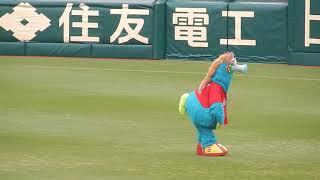 トラッキーが広島ファンに手拍子をあおった結果、 スライリーが何とも不...