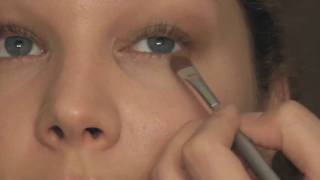 Soft Natural/Bridal Makeup Look with Liz Hayes Thumbnail