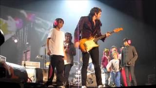 - M - Chedid fait monter les enfants sur scène concert Luxembourg Rockhal Esch 07 Nov 2013