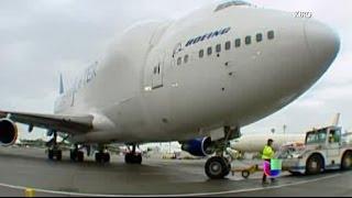 Un enorme avión aterrizó en un pequeño aeropuerto de Kansas -- Noticiero Univisión