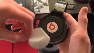 Official Beats by Dr. Dre Wireless Headphones Unboxing(, 2012-02-09T00:21:48.000Z)