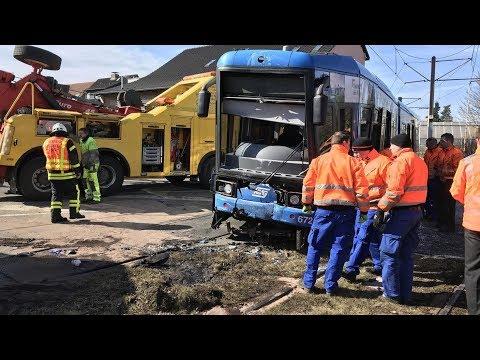 Tram-Unfall mit Lastwagen in Kassel: 16 Verletzte