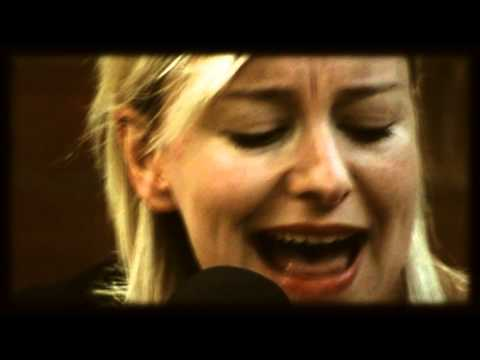 CATHY DAVEY - Little Red (FD Acoustic session)