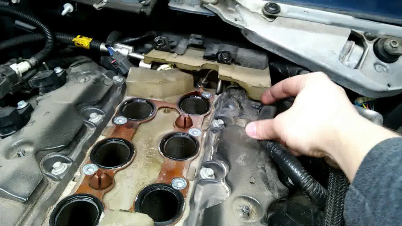 GM 3.6 Intake port valve clean - YouTube
